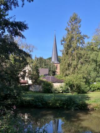Blick von der Sülz zur Kirche