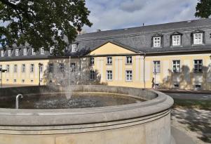 Schlossbrunnen vor dem ehemaligen Marstall