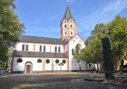 Blick vom Gerricusplatz auf die Basilika