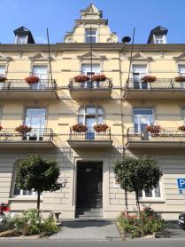 Kein mediterranes Hotel, sondern das Rathaus von Altenahr