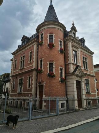 Ein Haus wie eine kleine Stadburg in der Clara-Zetkin-Straße