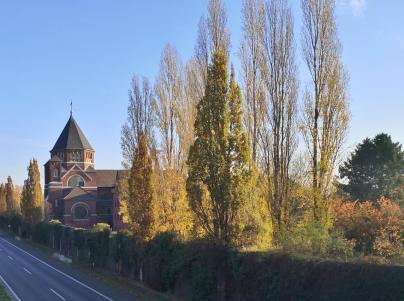 Das Kloster Kreiz am Rande von Holzheim