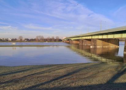 Hochwasser an der Kardinal-Frings-Brücke