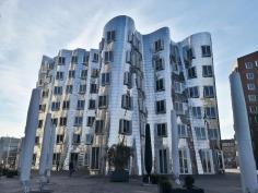 Der wohl ikonischte der drei Gehry-Bauten