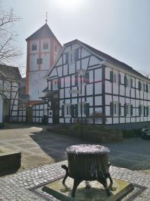 Der Hexenbrunnen am alten Marktplatz von Odenthal