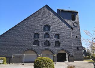 Eine Kirche wie eine Feuerwache: St. Apolinaris in Grunewald