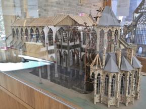 Modell des Doms im Klosterladen