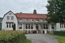 Am Rande des Parks: Bischöflich Münstersche Fachschule für Sozial- und Gesundheitswesen, benannt nach dem christlichen Philosophen Josef Pieper (1904-1997)