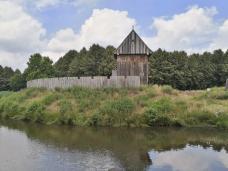 Burgturm des Castrum Vechtense auf einer von drei neu geschaffenen Inseln im Zitadellenpark