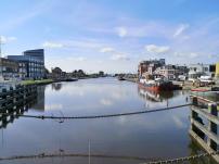 Blick von der Hubbrücke an der Schleuse in den Eemskanal