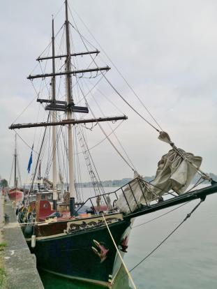 Schiffe an der Ijsselkade