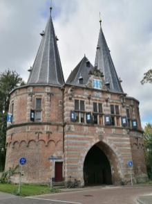 Hostorisches Stadttor Cellebroederspoort, Stadtseite