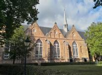 Seitenblick auf die Große Jakobinerkirche