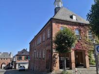Das Rathaus mit Blick zum Dürener Tor