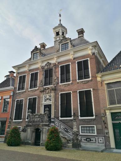 Das um 1500 errichtete und im 18. Jahrhundert im Rokoko-Stil rennovierte Rathaus