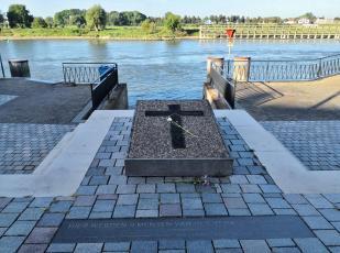 Denkmal für neun von den Nazis ermodete niederländische Widerstanfdskämpfer an der Ijssel