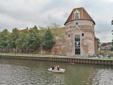 Erhaltener Turm der Stadtbefestigung an der Thorbeckegracht