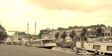 Häuser und Schiffe an der Thorenbreckegracht