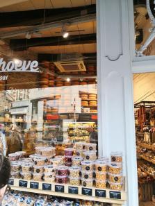 "Käse- und Feinkosthandel ""De Zuivelhoeve"" am Grote Markt"