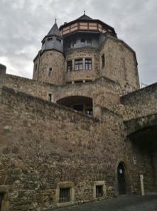 Schloss Alzey: Geschützturm vom Burghof aus gesehen
