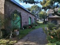 Zufahrt zum Innenhof der Clörather Mühle
