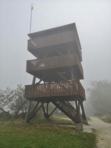 Aussichsturm auf dem Gipfel, derzeit noch wg. Corona geschlossen
