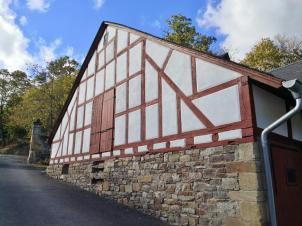 Scheune vor dem Schloss Gemünden