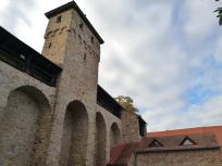 Stadtmauer mit Grauem Turm
