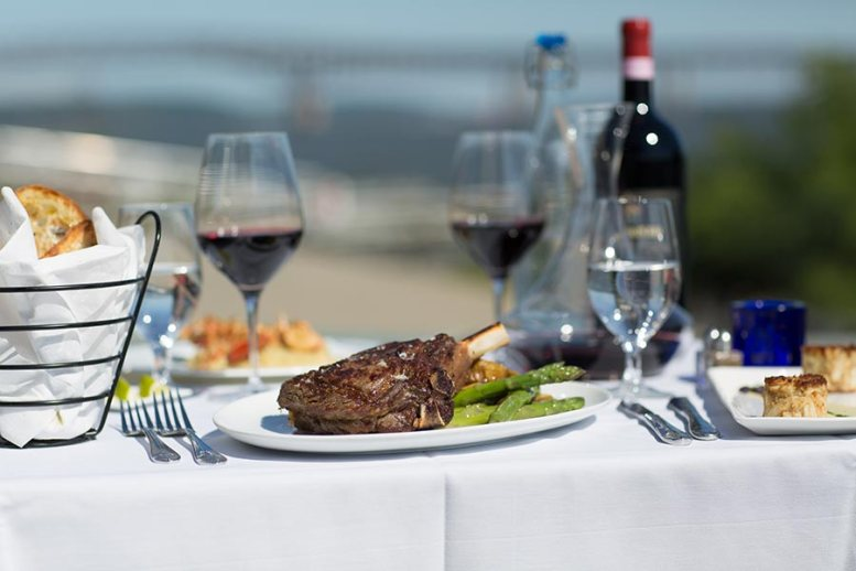 Dock and dine at Blu Pointe
