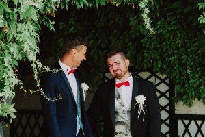 Coppia di sposi emozionata