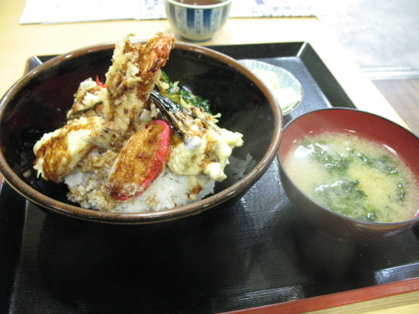 Tempura on the rice with Miso soup. Lots of seaweed in miso soup. I loved the smell of sea from this soup. (C) JP Rail