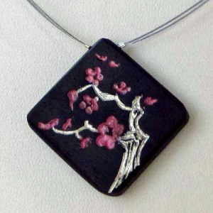 collier cerisier en fleurs ébène