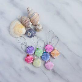 Shell stitch markers