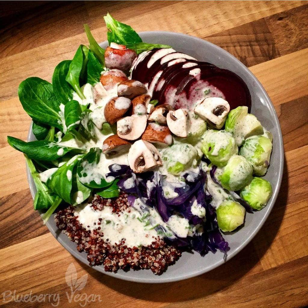 Winterbowl mit Rote Bete, Quinoa und Feldsalat