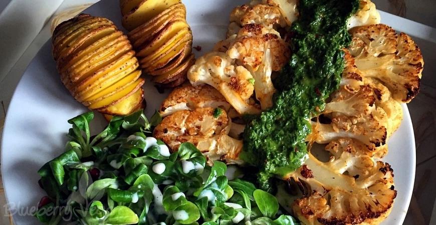 Blumenkohlsteaks mit Chimichurri und Fächerkartoffeln