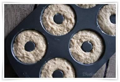 Donutform mit Teig