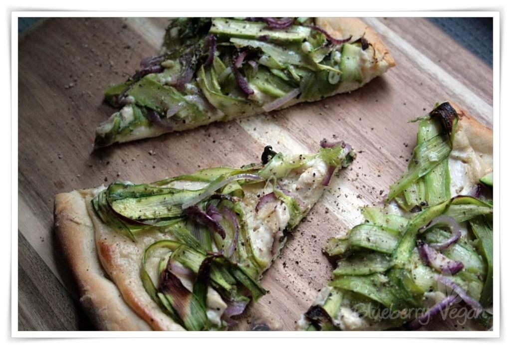 [cml_media_alt id='4425']Knusprige Spargelpizza mit Knoblauchcreme[/cml_media_alt]