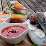 Sommerrollen mit Erdnusssauce und süßer Chilisauce