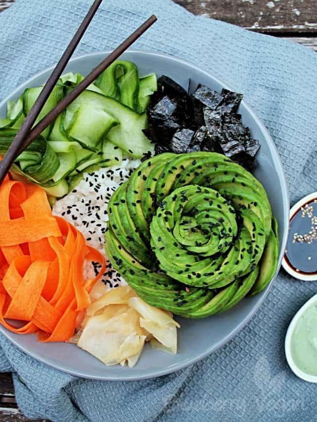 Sushi Bowl mit Avocado
