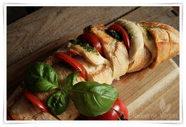 [cml_media_alt id='5512']veganes Fächerbaguette mit Tomate-Mozzarella[/cml_media_alt]