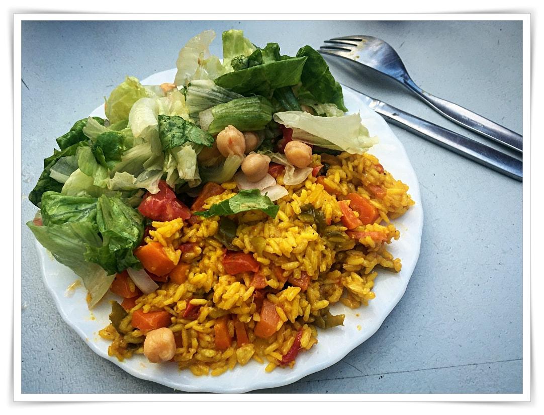 [cml_media_alt id='6724']Reispfanne und Salat[/cml_media_alt]