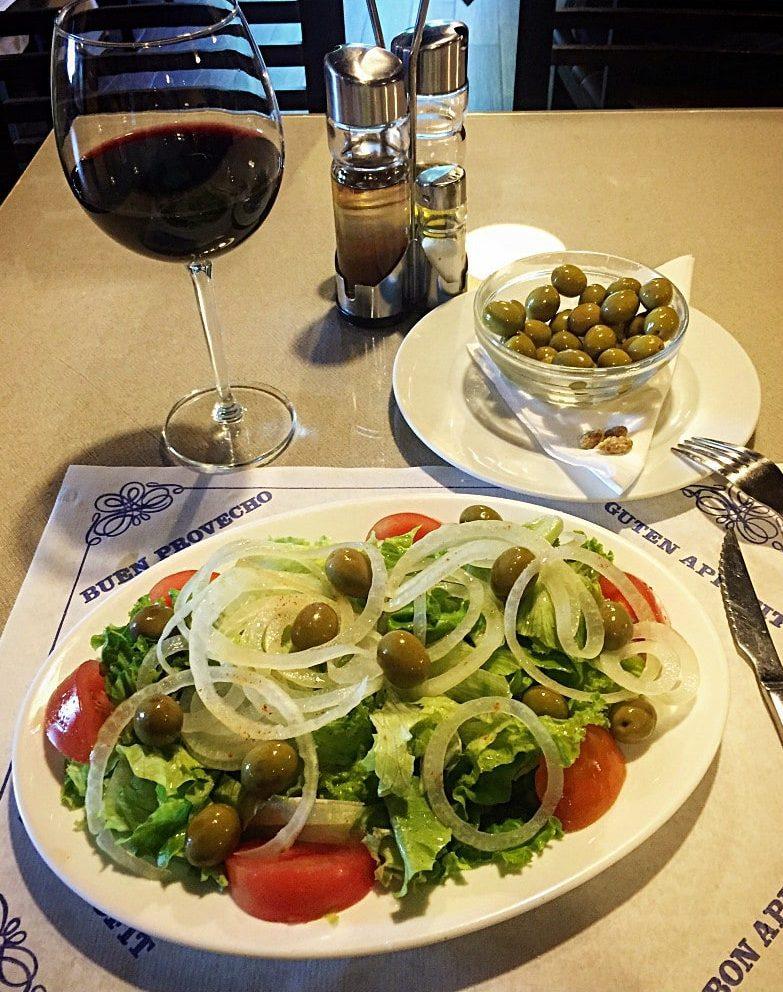 Salat mit Oliven