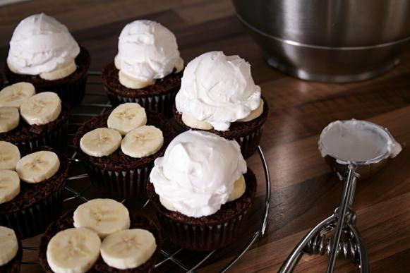 Maulwurfmuffins mit Sahne-Topping