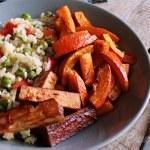 Warmer Reissalat mit würzigem Ofenkürbis und Barbecue-Tofu