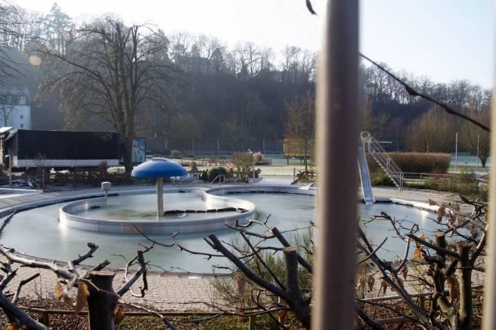 gefrorenes Schwimmbad
