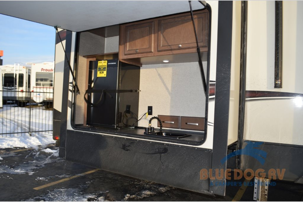 fifth wheel campers with bunkhouse and outdoor kitchen small kitchens designs heartland elkridge wheels multiple models offer 39rsrt outside