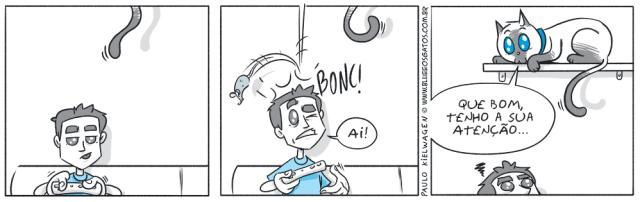 Tira em quadrinhos do Blue. Blue observa o seu dono distraído com o videogame. Um rato de brinquedo cai em sua cabeça, Blue questiona qual deveria ser o foco da atenção do seu dono.