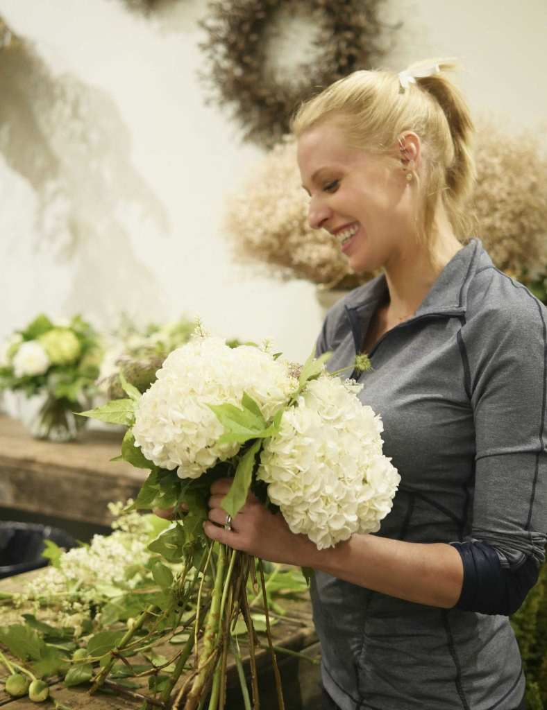How to arrange flowers with hydrangea.