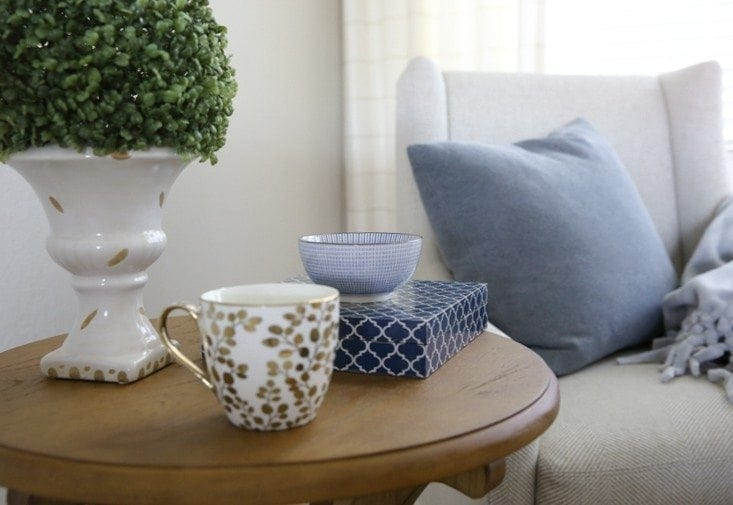styling a table with blue accessories