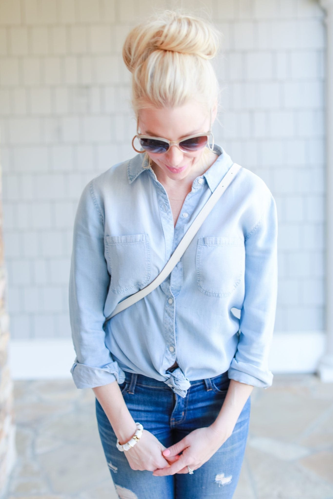 Chambray shirt and white cross body bag. Beige Oiliver People sunglasses.